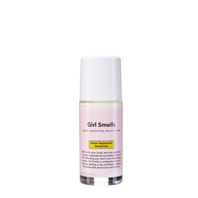 girl-smells-deodorant-peppermint-lemon-deodorante